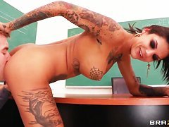 Sweet anal sex in the classroom with Bonnie Rotten