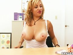Jazmyn's voos are too extreme not to be admired!